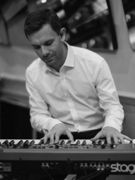 Jessicas Ghost keyboard player and session pianist Craig D Smith
